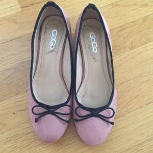 Shoes - Pink short heels with black bow